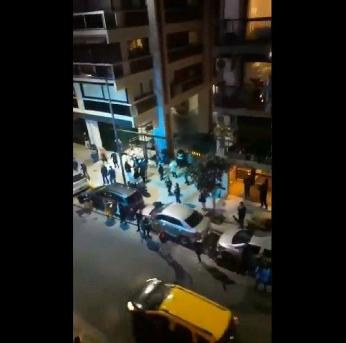 VIDEO | Insólito baile entre vecinos de Recoleta en la calle mientras el Coronavirus avanza con más fuerza