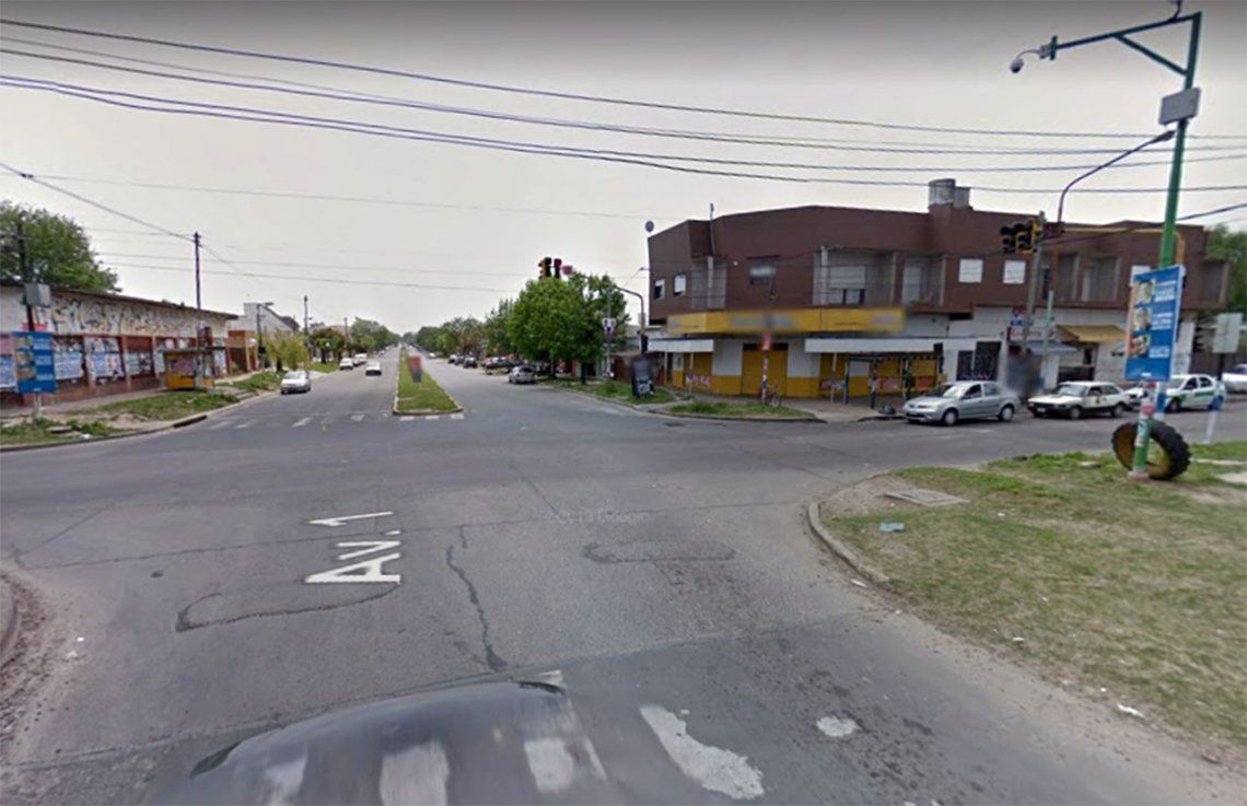 La Plata: a las piñas en la calle por no llevar barbijo