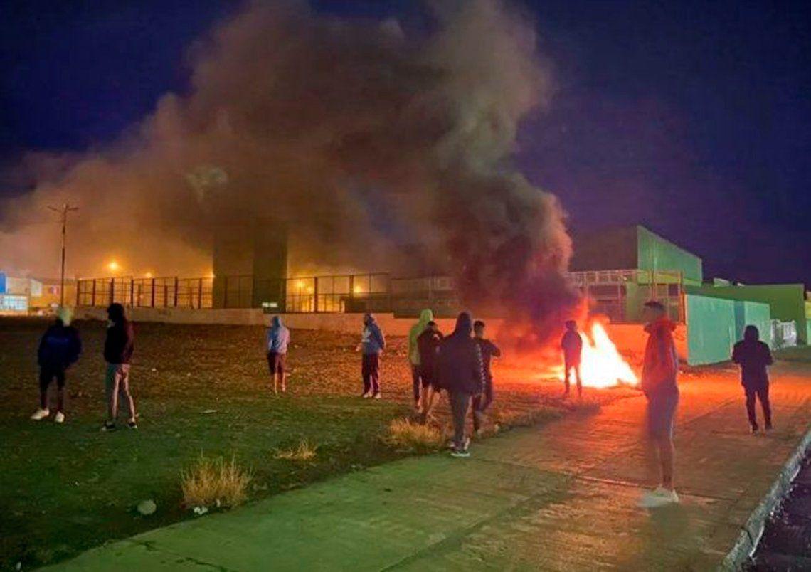 Comodoro Rivadavia: queman una escuela para impedir la instalación de un centro de salud COVID-19