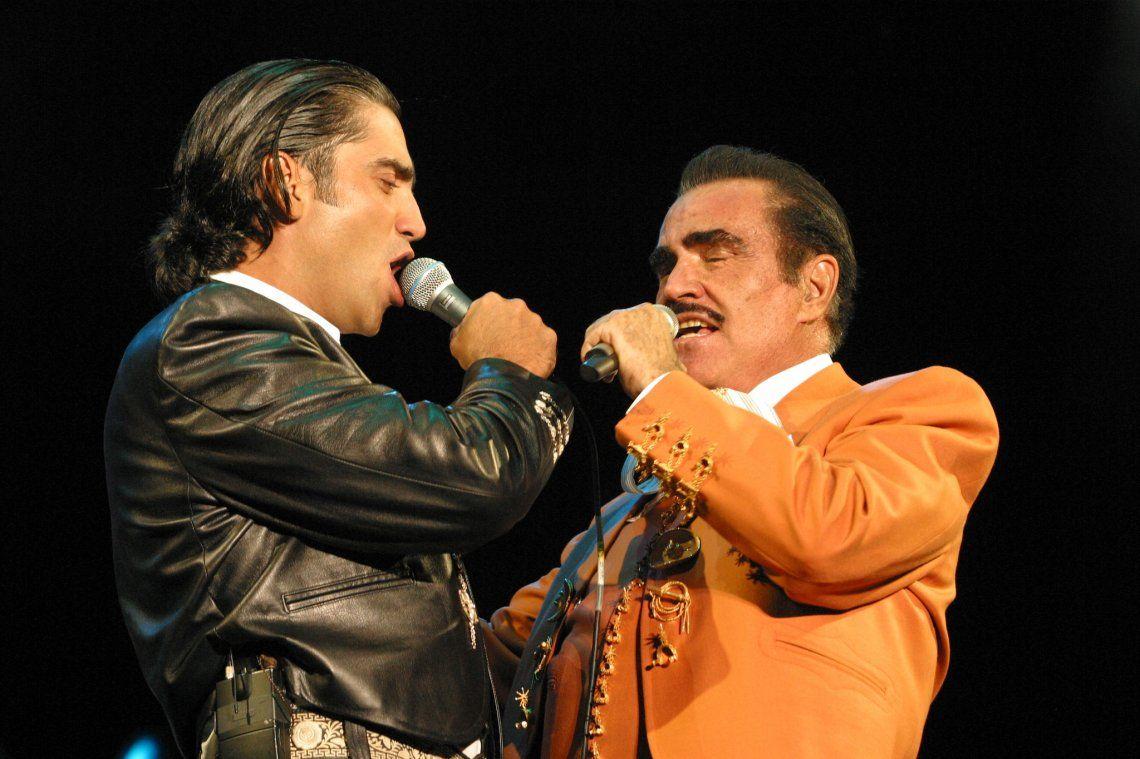Alejandro Fernández regresa al mariachi junto a su padre y su nueva canción Mentí