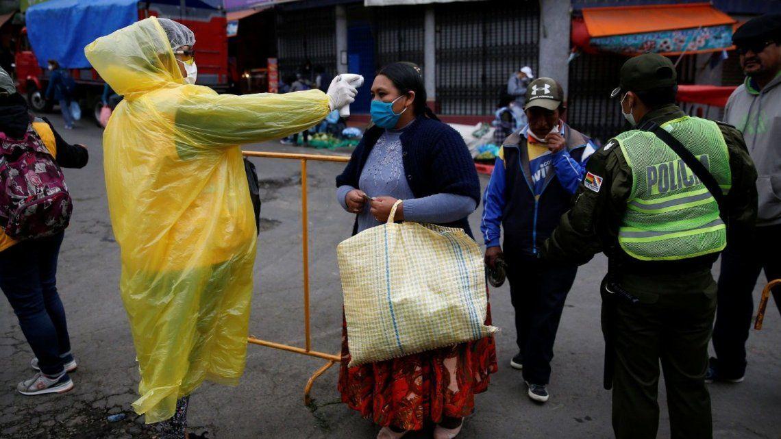 Bolivia: colapso sanitario por el coronavirus y dificultades para hallar cementerios para las víctimas