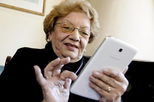 Muy importante en épocas de aislamiento: el 65% de los mayores tiene acceso a internet