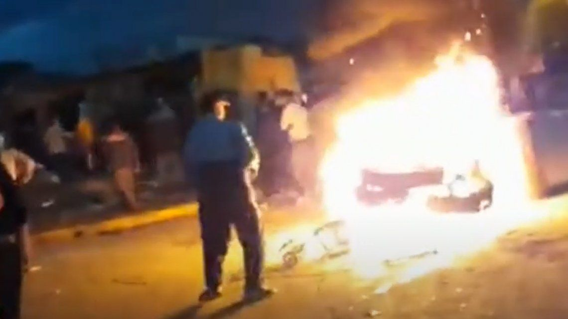 Merlo: arman hoguera pública para quemar a un delincuente