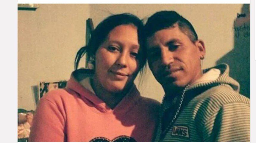 Asesinaron a golpes a una beba: arrestaron a su mamá y al padrastro cuando salían del cementerio