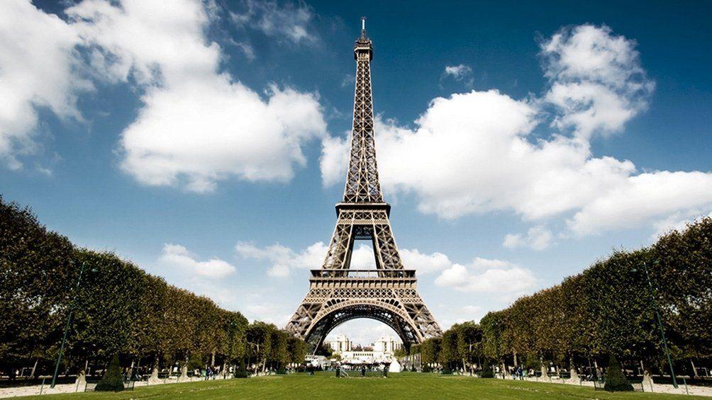 Francia: evacuaron la Torre Eiffel por una amenaza de bomba