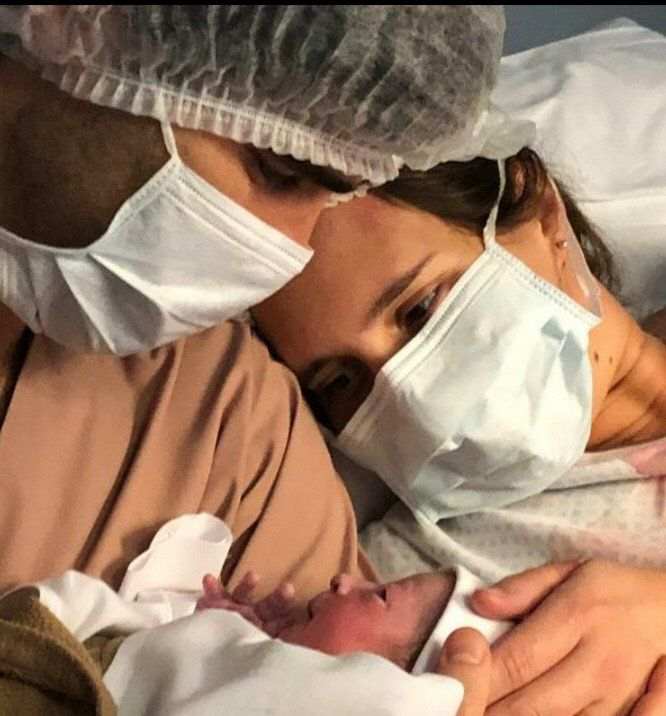 Valeria y Nicolás con su hija Sofía.