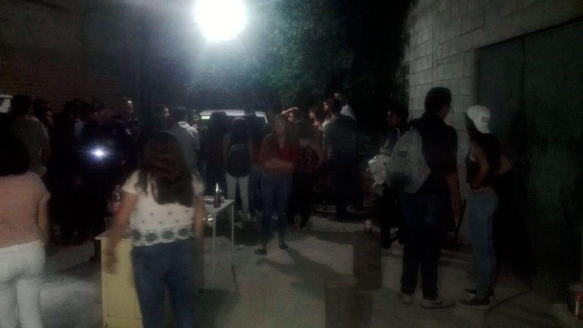 San Juan: fiesta clandestina en taller mecánico termina con 51 detenidos