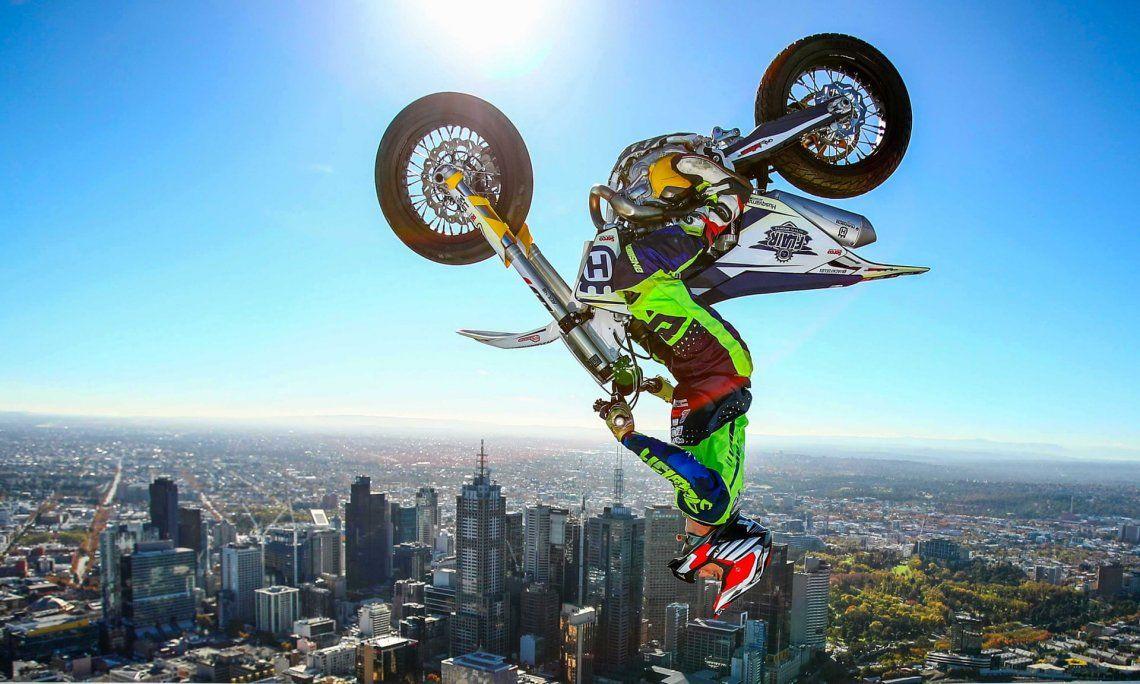 Vista: oro.Jack Field de Australia realiza el mayor retroceso en una motocicleta jamás registrada