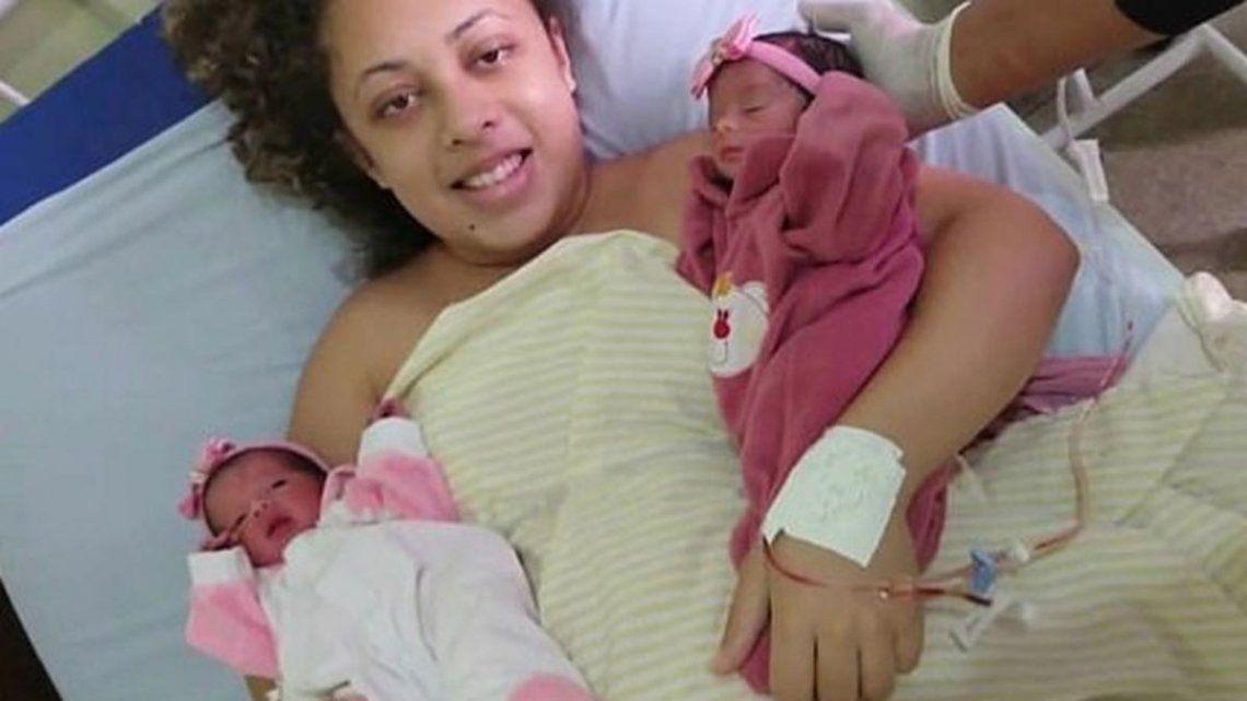 Una mujer dio a luz a gemelas, su perro no aguantó los celos y las mató