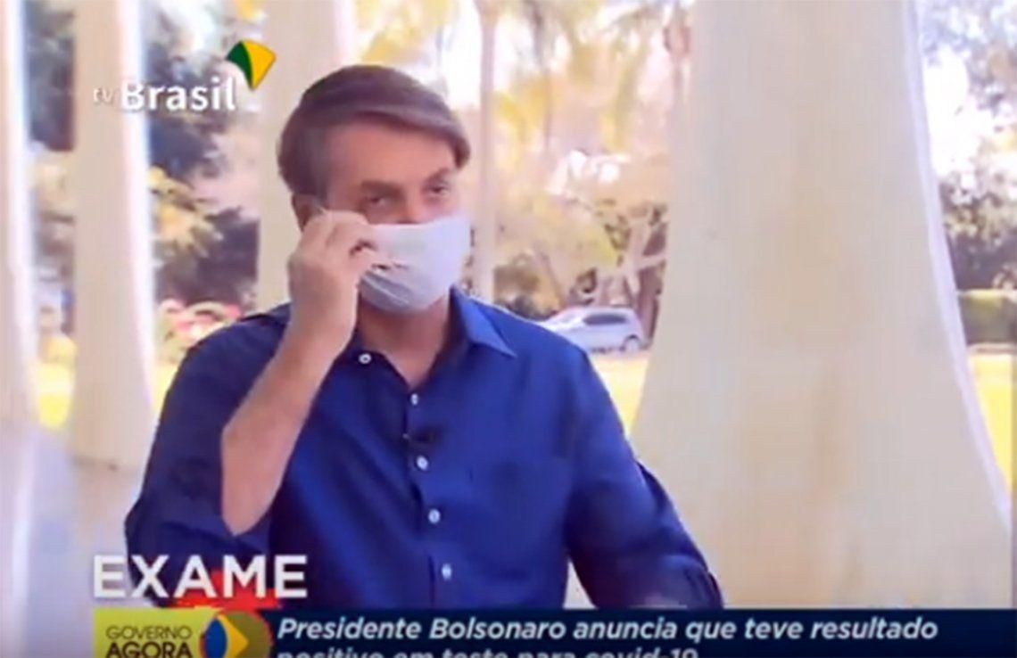 Video | El momento en el que Bolsonaro se quita el tapabocas y minimiza los riesgos de coronavirus