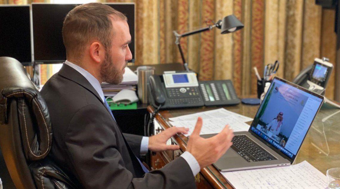 Guzmán participó ayer de una videoconferencia con el G20 y el Club de París.