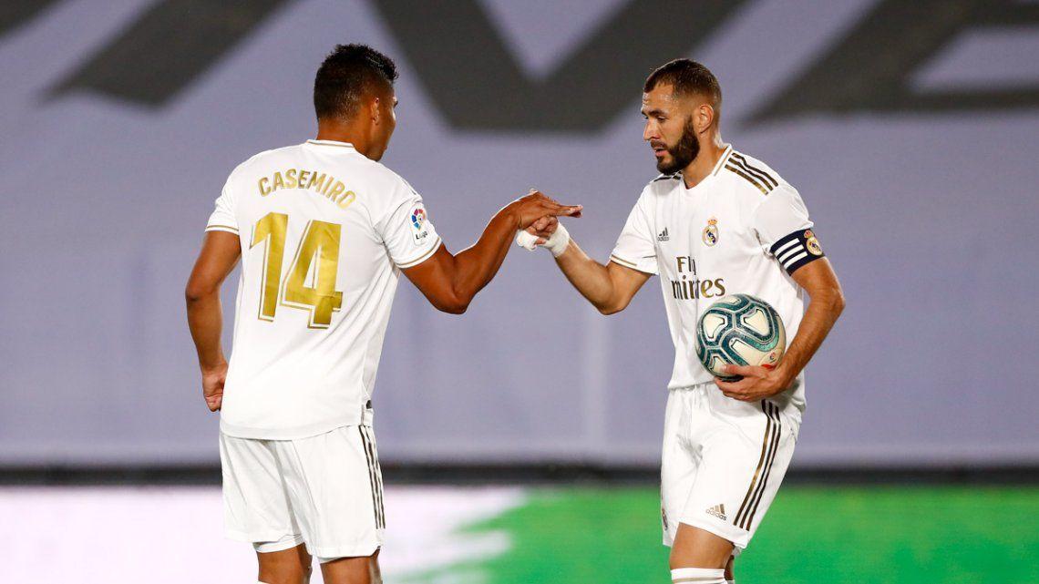 Con polémica, el  Real Madrid venció a Alavés y dio otro paso para conquistar el título