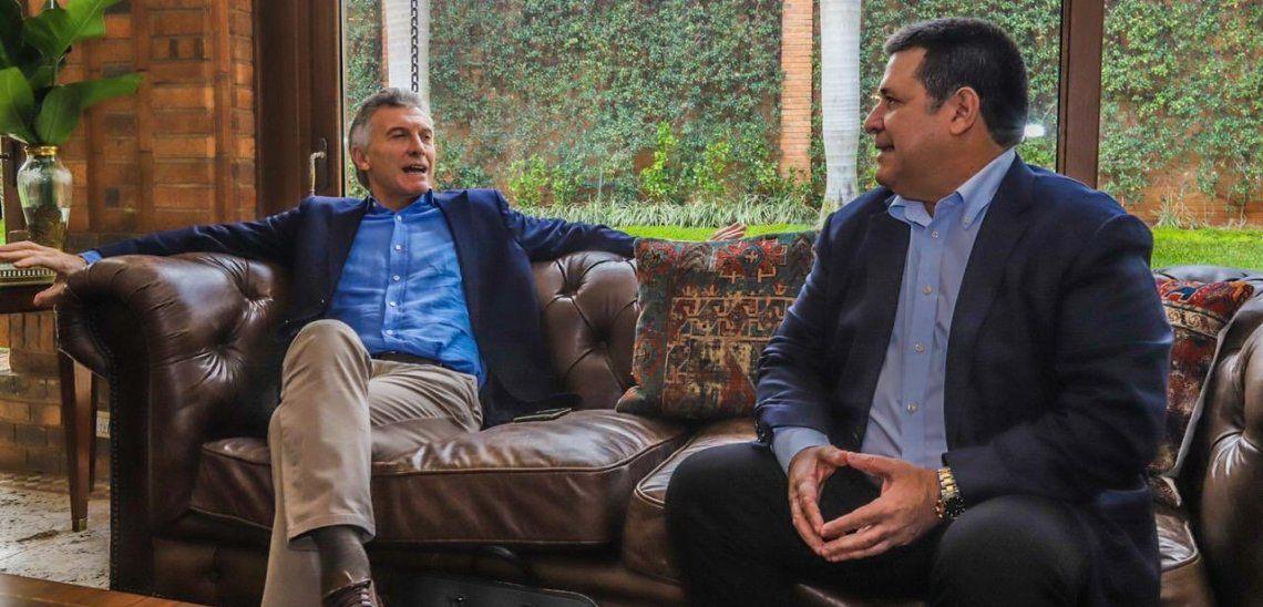 Mauricio Macri conversó con el ex mandatario paraguayo Horacio Cartes durante la visita que realizó a Paraguay.