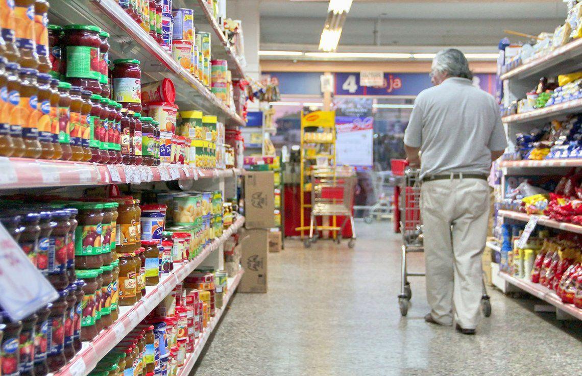 El consumo cayó 4,1% interanual en junio por la pandemia de coronavirus