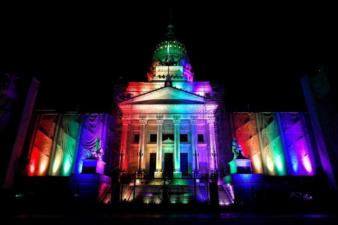 Por primera vez, el Congreso Nacional se ilumina con los colores de la diversidad