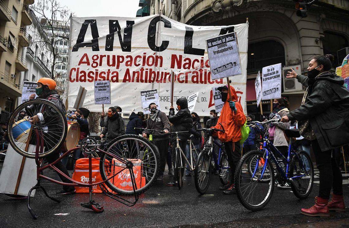 Legislatura porteña: repartidores protestan contra el proyecto que regula la actividad