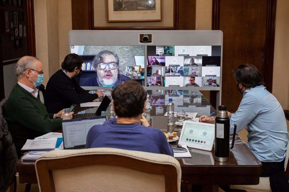 Kicillof se reunió con infectólogos: Estamos preocupados y seguimos en cuarentena
