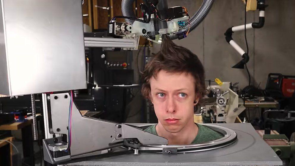 Crean un robot peluquero que corta con tijeras