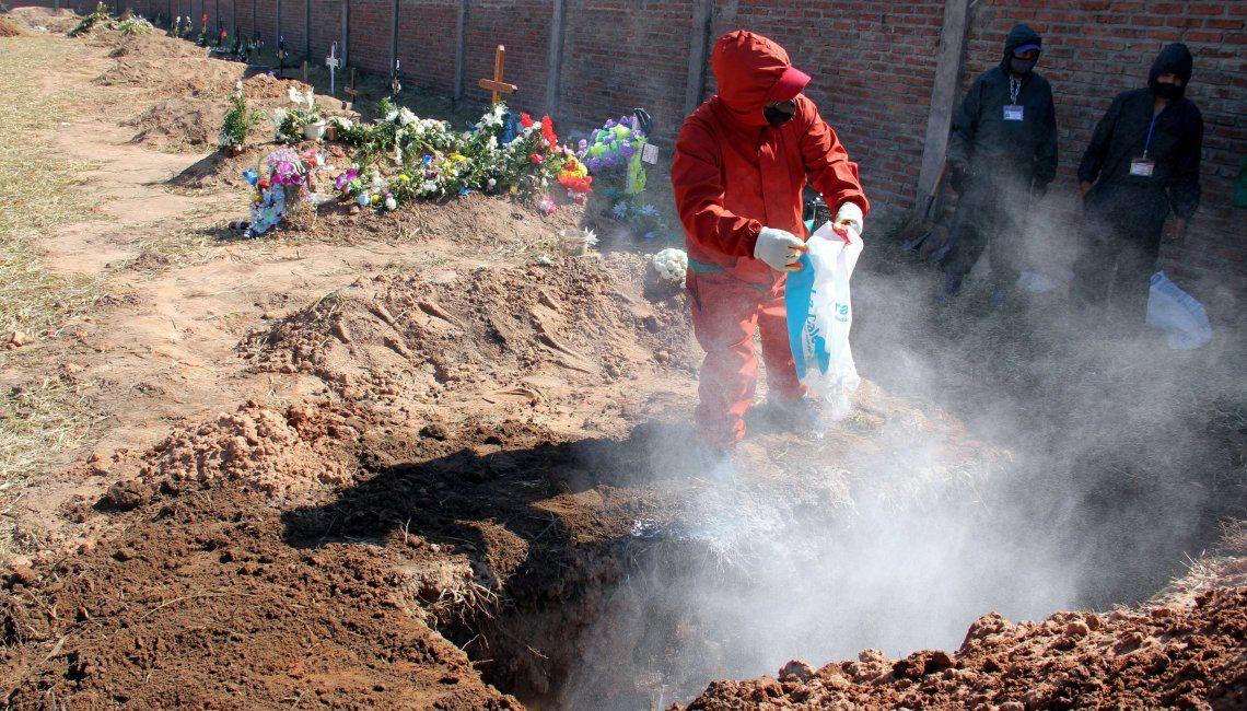 En Santa Cruz se incrementaron las tareas tendientes a ampliar zonas del cementerio para dar sepultura a casos de Covid.