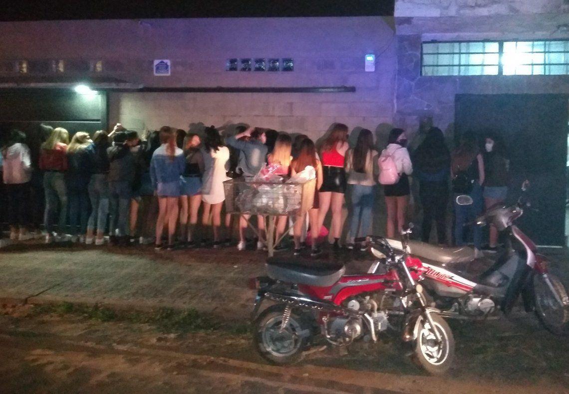 El frente de la casa de la fiesta en Corrientes.