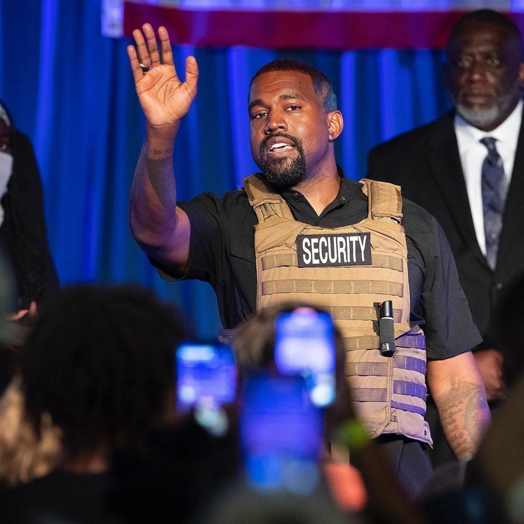 El rapero Kanye West lanzó su candidatura a la presidencia de EE.UU. con chaleco antibalas
