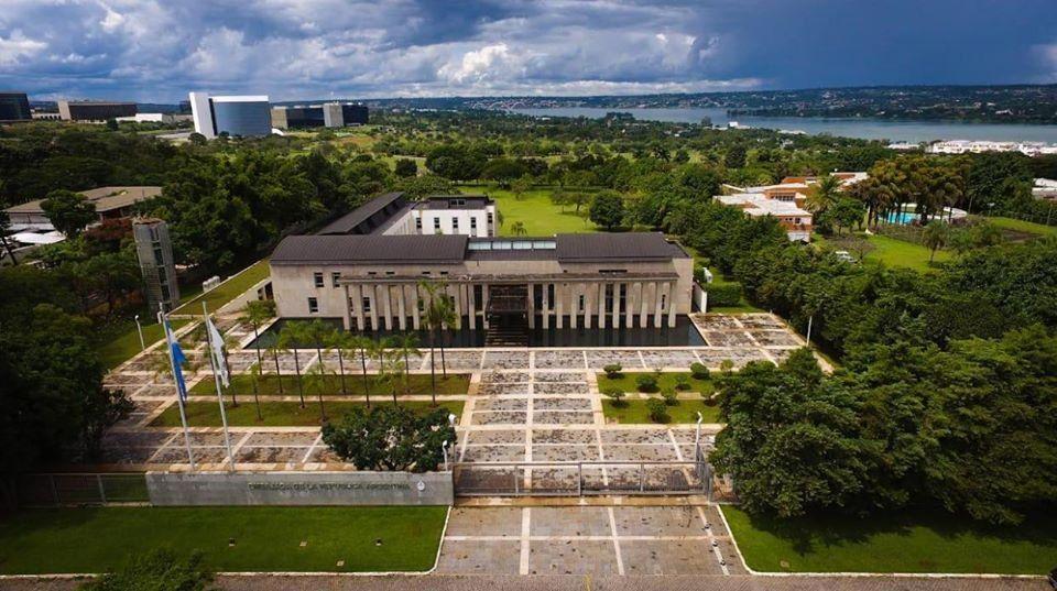 Coronavirus: una empleada de la embajada argentina en Brasilia dio positivo