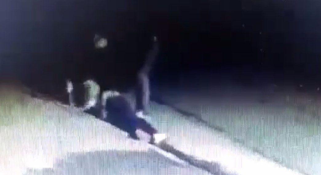 Impactante   El video que muestra cómo el jubilado mató al ladrón que entró a su casa