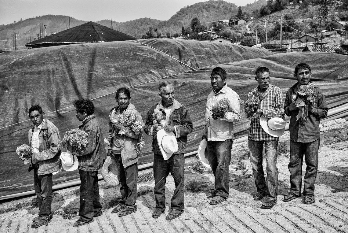 Hombres de la comunidad de San Rafael en Veracruz