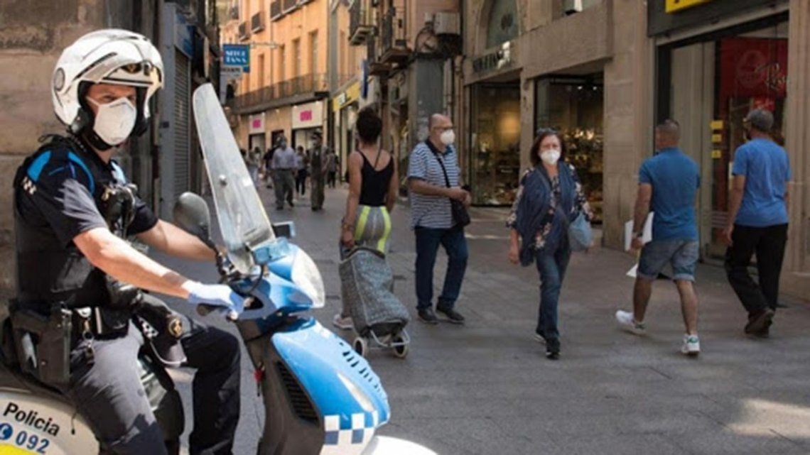 Coronavirus en España: Madrid ordena el uso obligatorio del barbijo y propone una cartilla Covid-19