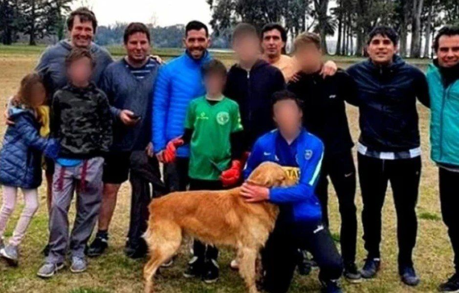 ¿Jugó un picado? El descargo de Tevez tras la difusión de una foto sin barbijo y rodeado de gente