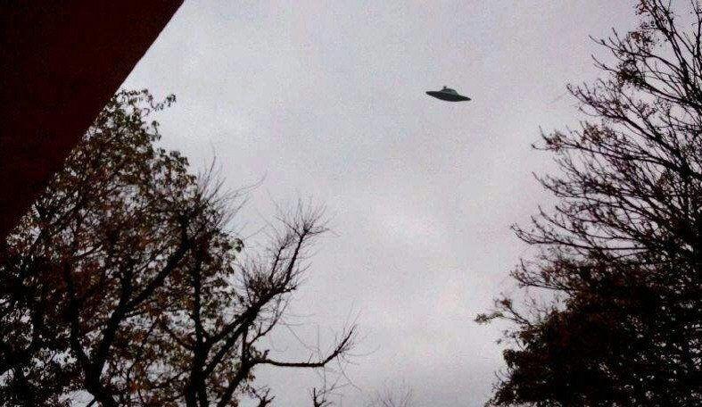 Denuncian que un OVNI persiguió un auto durante 100 kilómetros
