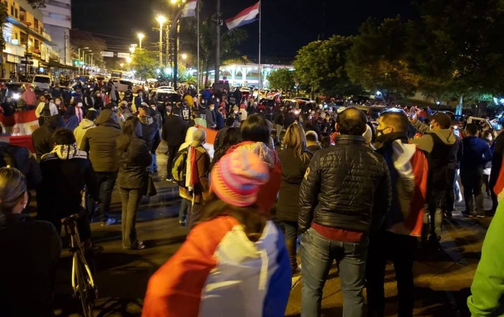 Paraguay: graves disturbios en una protesta contra la vuelta de la cuarentena estricta en Ciudad del Este