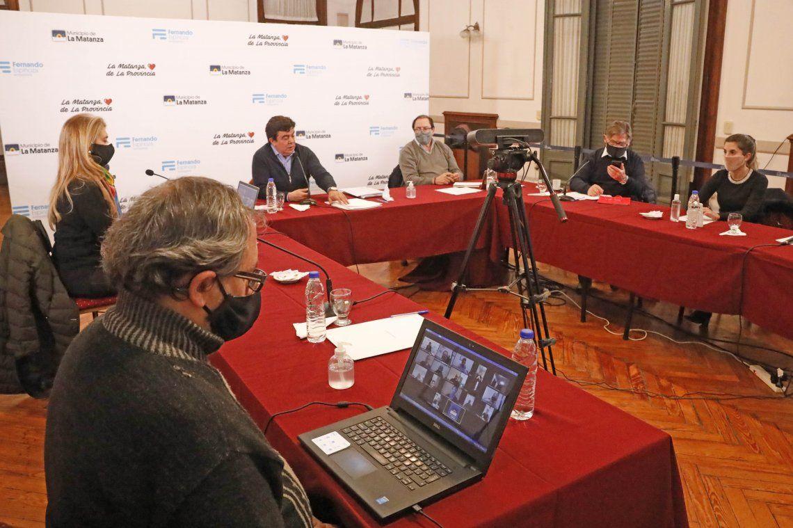 Espinoza armó una mesa de trabajo para la reactivación económica