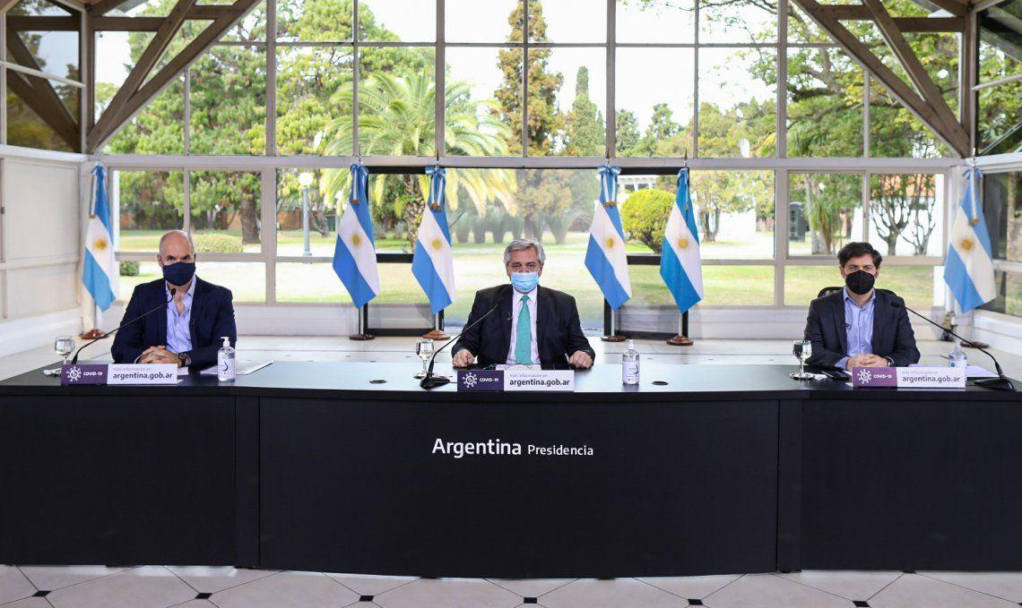 Una imagen que se replica en cada anuncio: Alberto Fernández, flanqueado por Rodríguez Larreta y Kicillof.