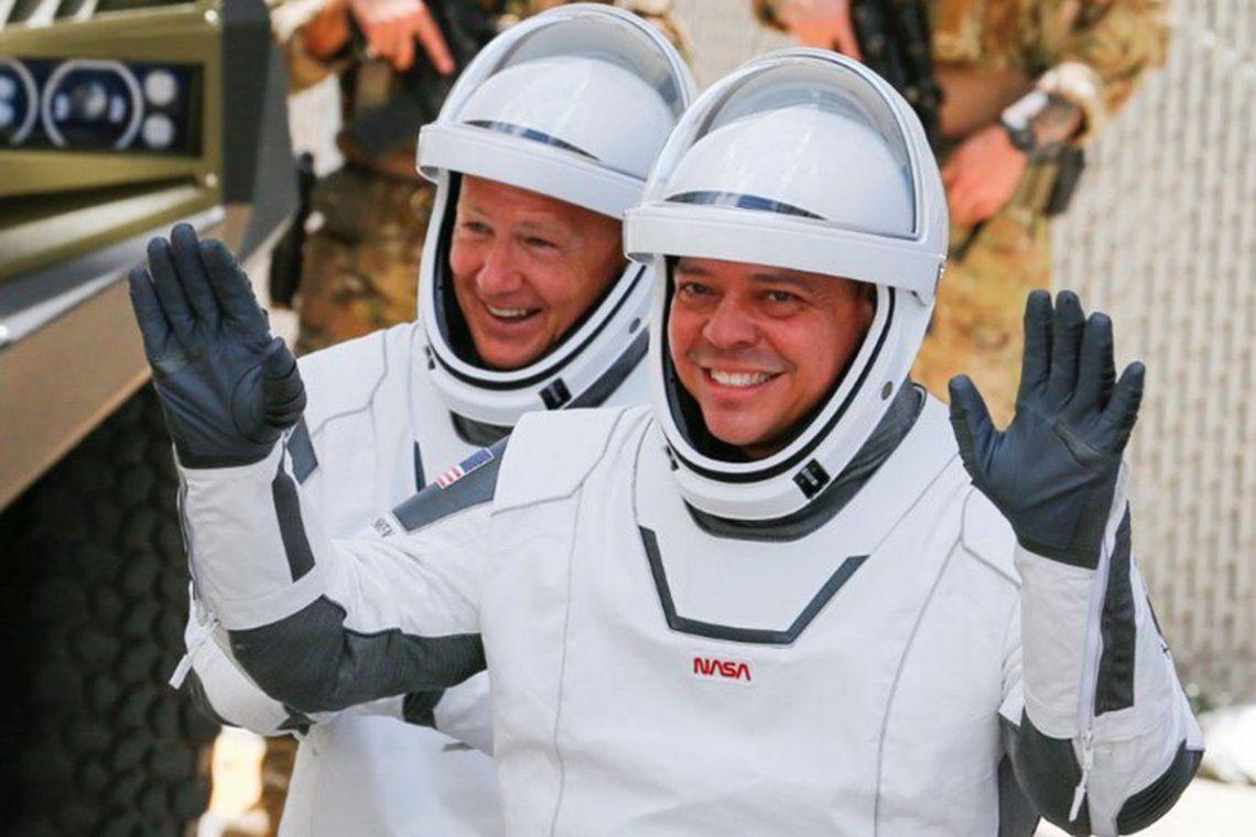 Los astronautas de la SpaceX regresaron con éxito a la Tierra