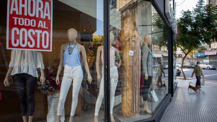 En la Ciudad abren los locales en avenidas de alta circulación, incluidos los rubros de indumentaria y calzado.
