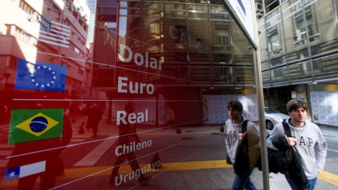 El dólar blue bajó 5,9% tras el anuncio del acuerdo con bonistas