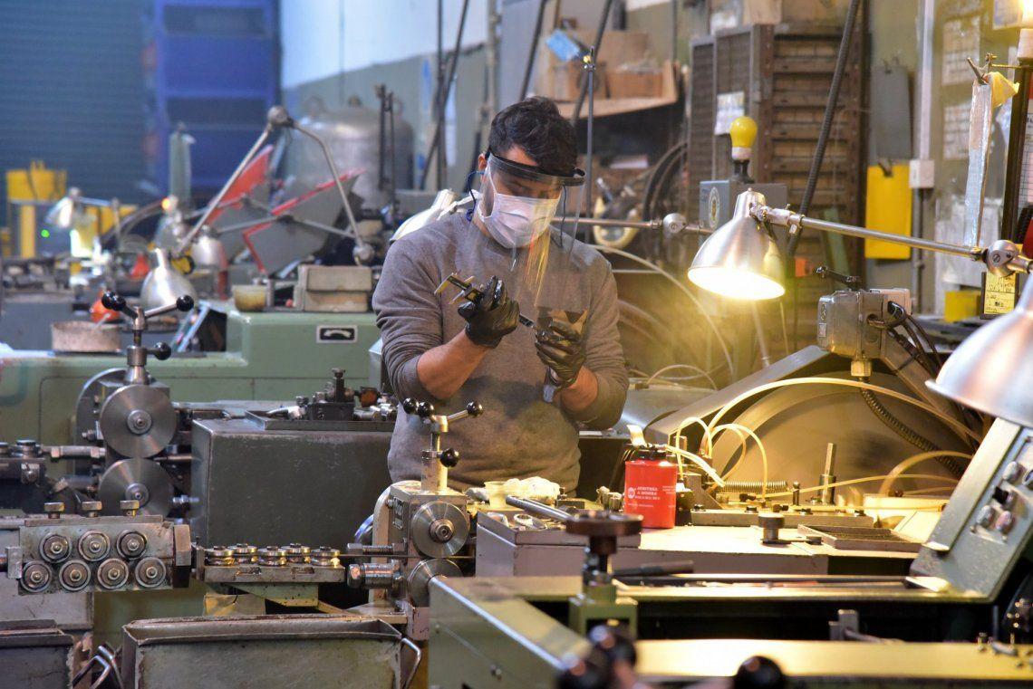La actividad industrial y la construcción se desplomaron en junio