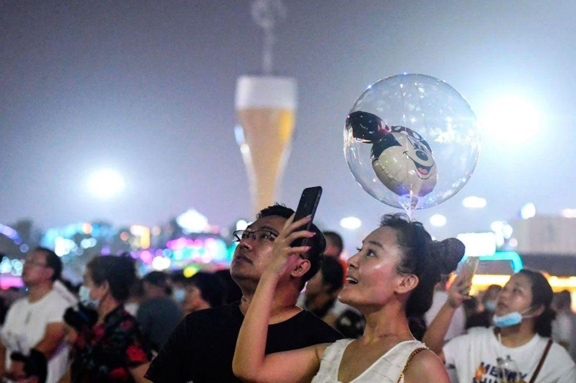 En fotos: pese al coronavirus, realizan multitudinaria fiesta de la cerveza en China