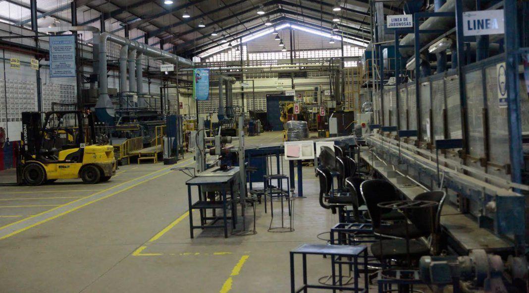 Pese a la flexibilización, en junio las fábricas abiertas siguieron siendo minoría