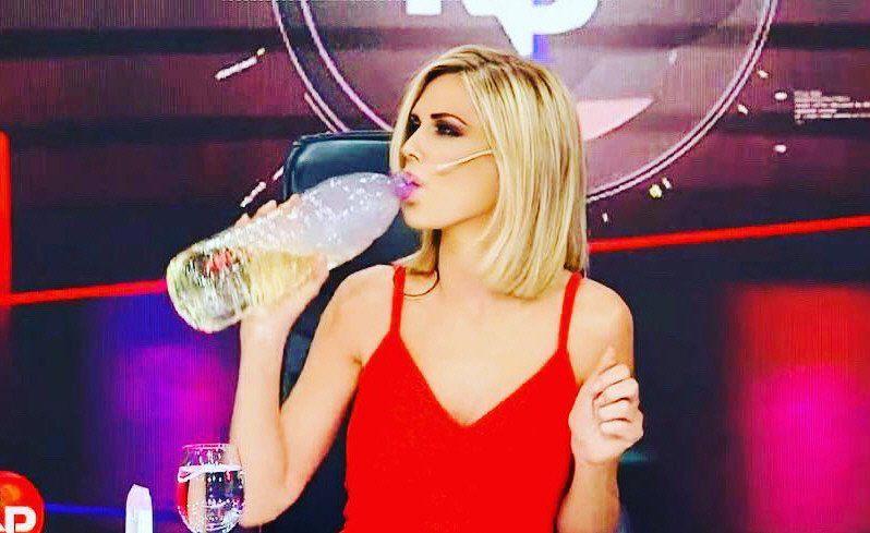Canosa sigue en su polémica postura y puede ser sancionada por beber dióxido de cloro en vivo en su programa.