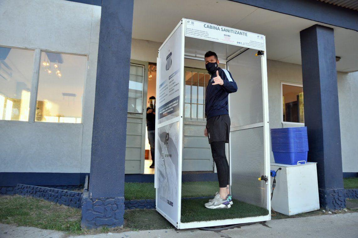 En fotos: el fútbol argentino ya se entrena entre testeos y protocolos