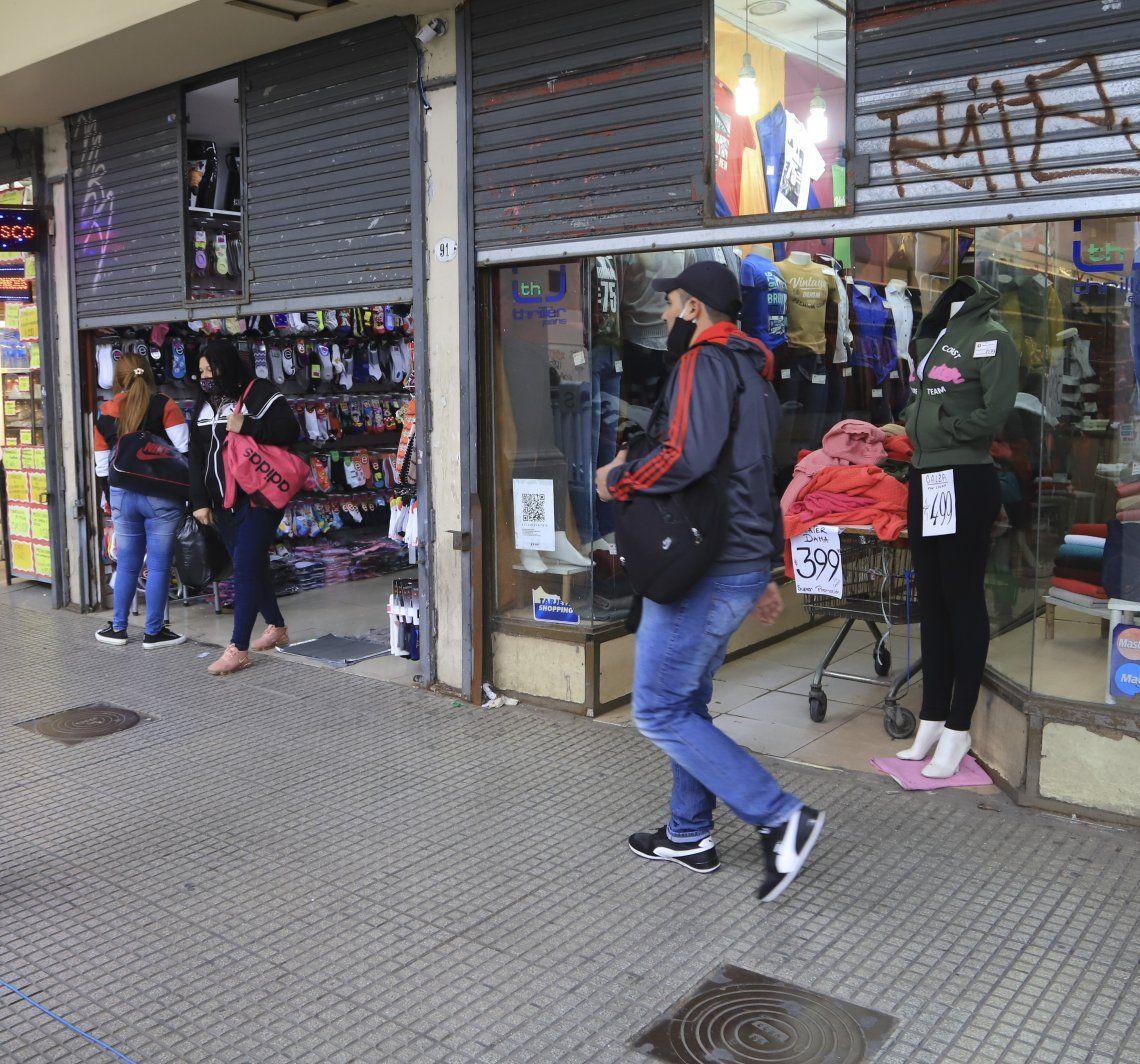 La ciudad piensa en habilitar la actividad de más comercios de Once y Flores.