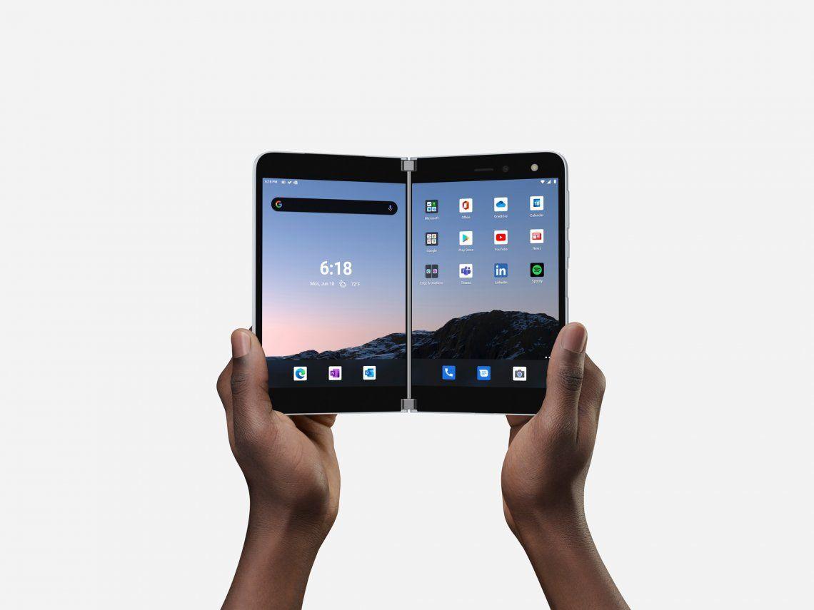 Cómo es el smartphone doble pantalla con el que Microsoft vuelve al mercado de teléfonos