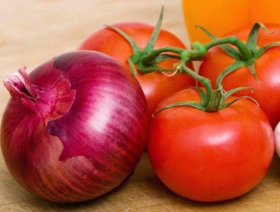¿Ensalada cara o barata? La cebolla subió 15,9% y el tomate bajó 30,9%