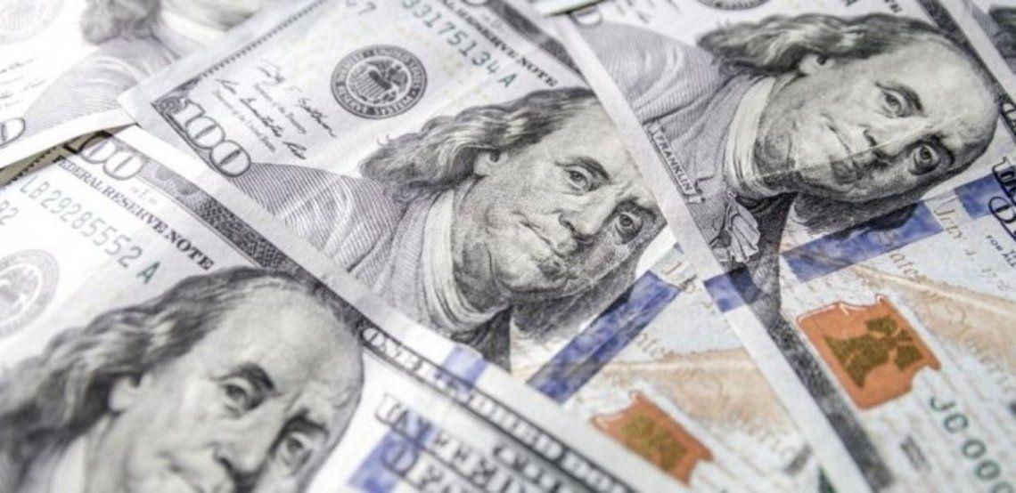 El dólar blue subió 2 pesos y cerró a $134