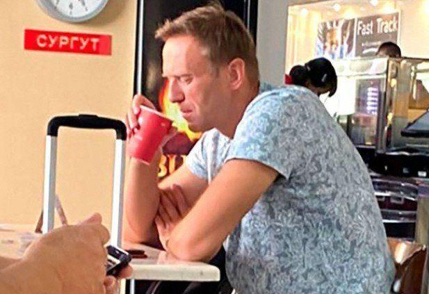 Esta foto de Navalny bebiendo