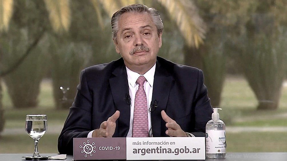 Alberto declaró como servicios esenciales y congeló las tarifas de telefonía celular, Internet y TV paga