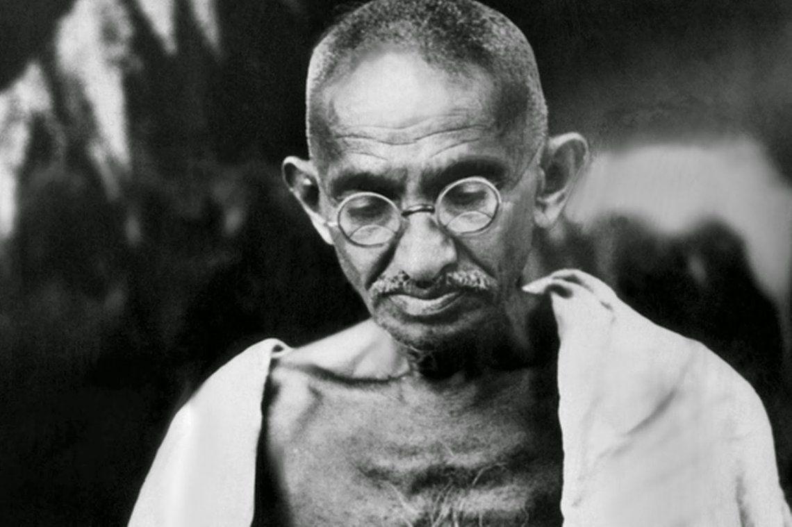 Rematan en 340 mil dólares unos anteojos que pertenecieron a Ghandi