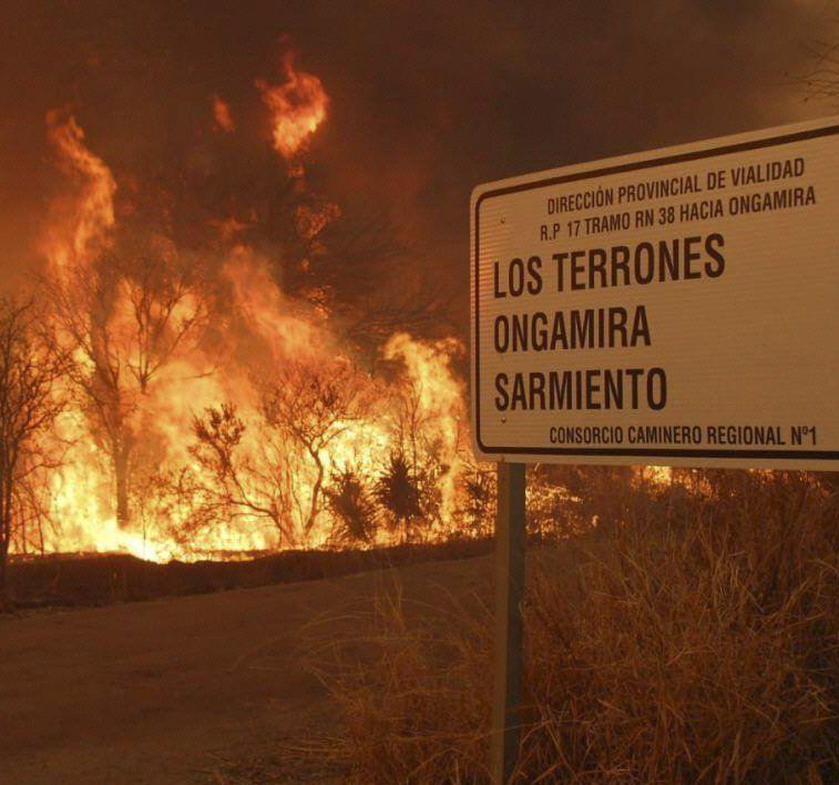 El fuego avanza sin control en varias provincias.